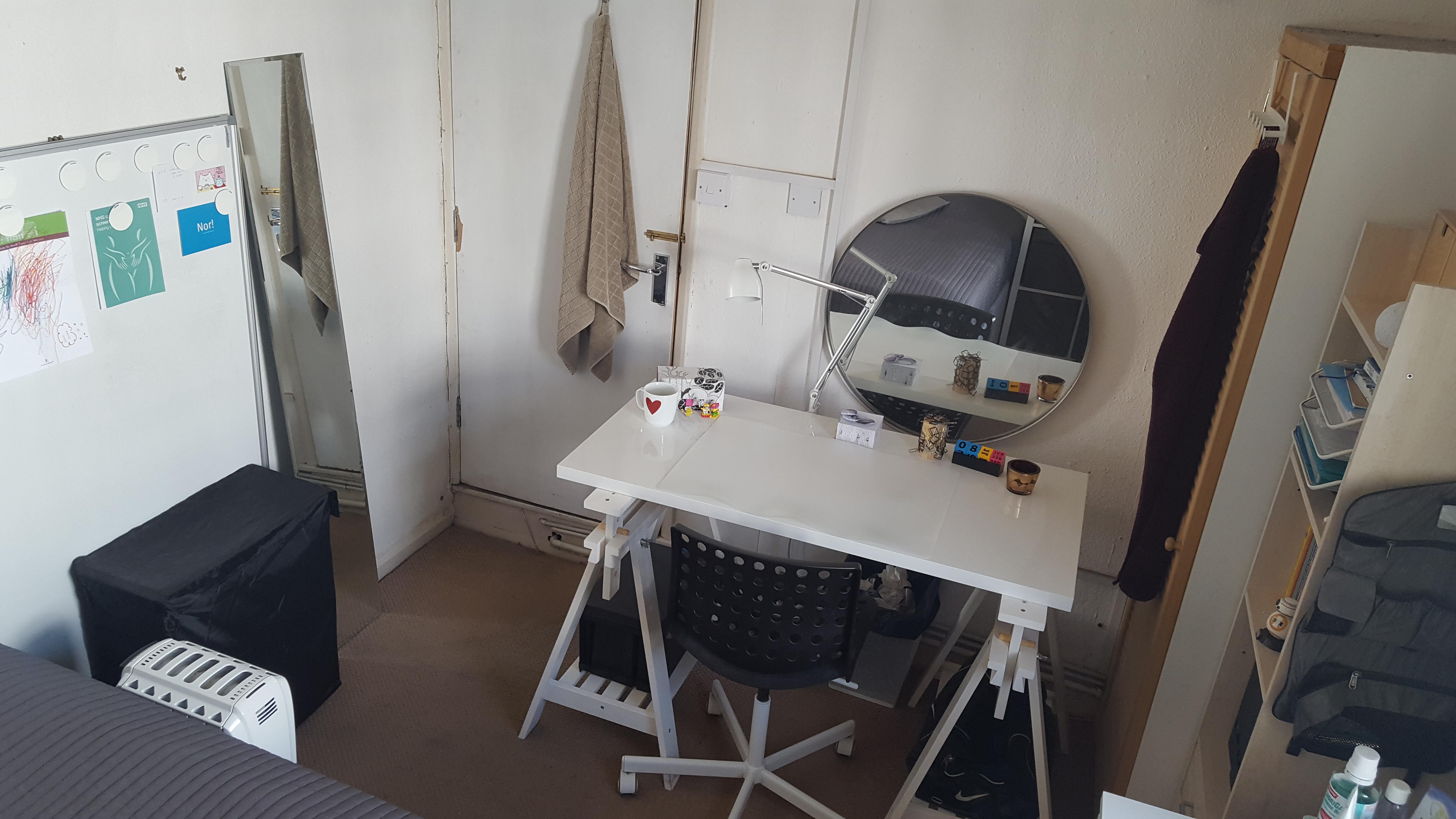 Room C, 3
